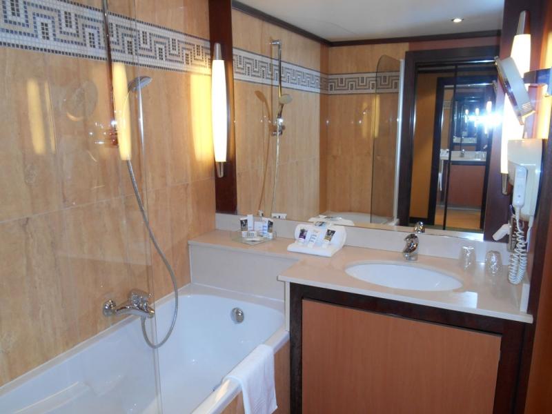 11Salle-de-bain-Privilege-2-Mercure-Versailles-Parly-2