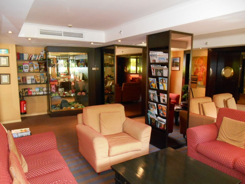 3Lobby-Mercure-Versailles-Parly-2